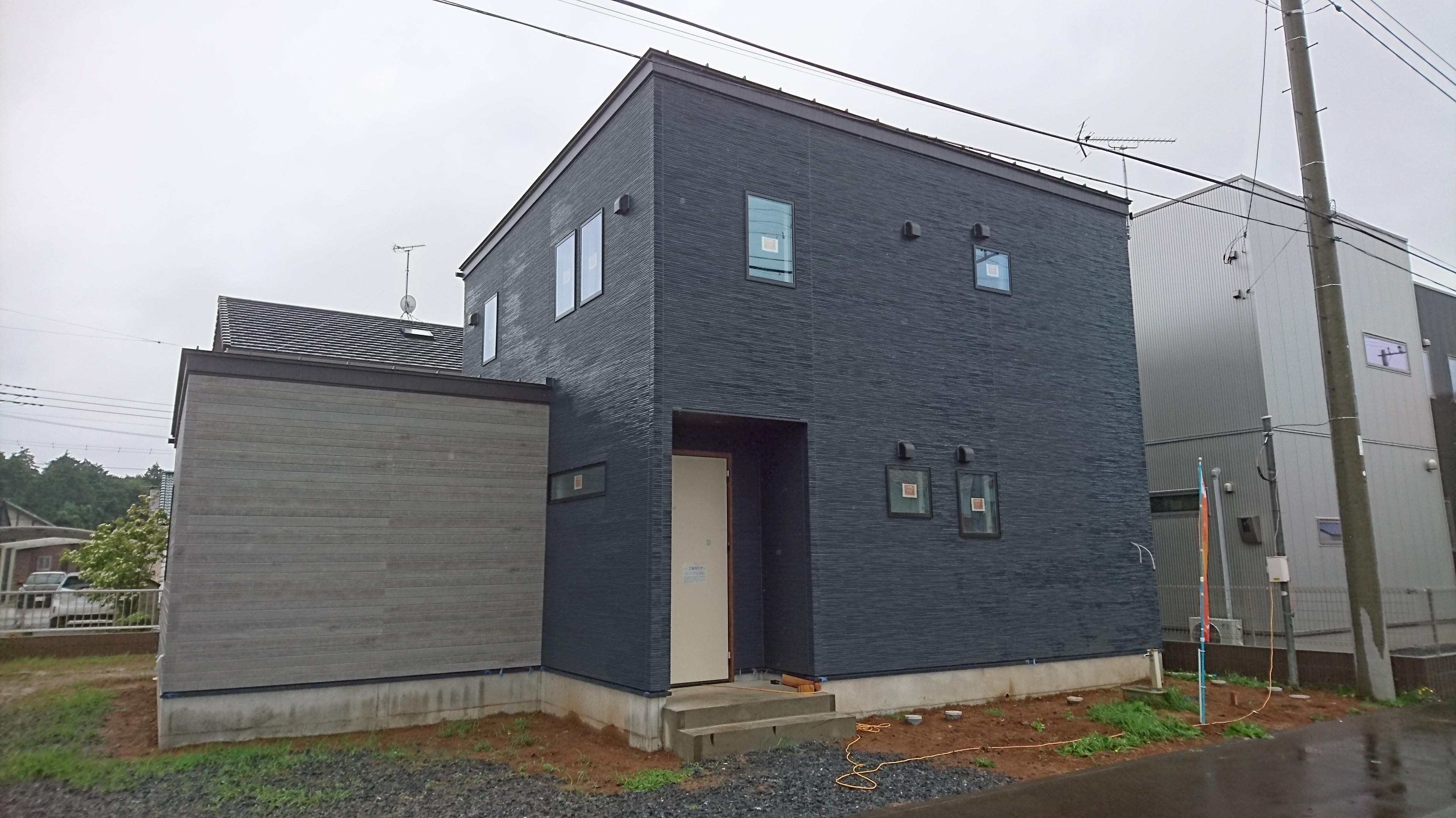 外観 マグネットが付く壁紙 ハウジングアイ 水戸市の新築住宅 リフォーム 増改築 損害保険